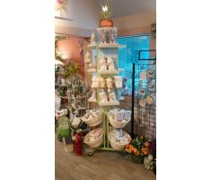 Very tall multipurpose display that comes with 360 degree shelving, 6 equidistant willow baskets spread over two adjacent levels at the bottom of the display. Also comes with fruit like prop for topper.